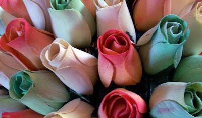 rosas de madera que decoran y aromatizan