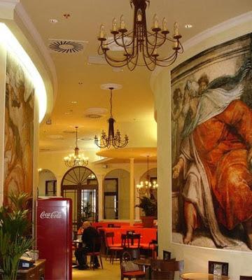 decorar un restaurante con un mural en la pared