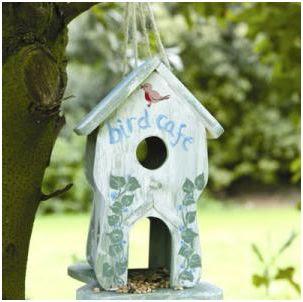 ideas para decorar el jardin con una casita de pajaros