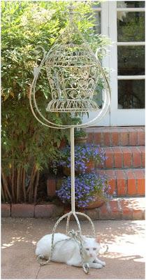 decorar el jardin con jaulas