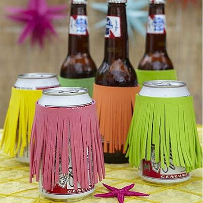 Decorar las latas de bebidas en verano.