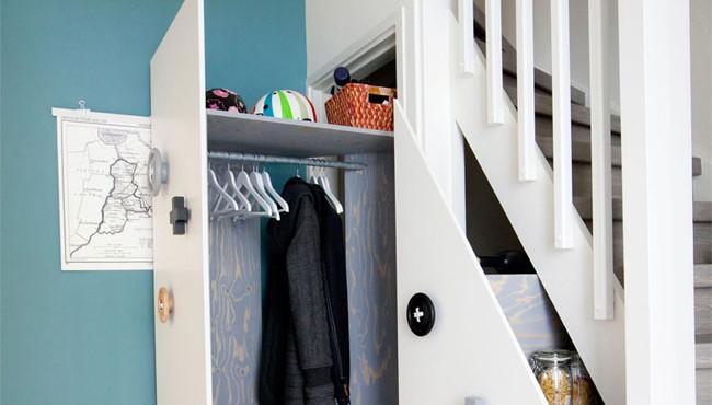 Aprovechar los bajos de la escalera.