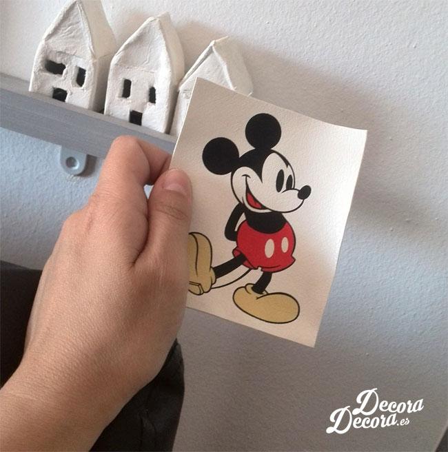 Mickey Mouse reciclado de un bolso.