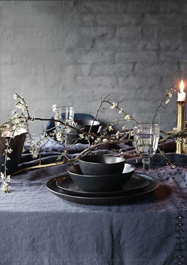 Mesa de otoño con grises oscuros