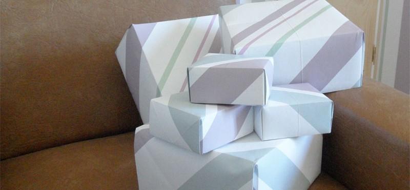Cajas hechas con papel de pared