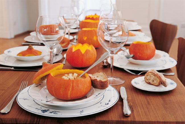 Servir y decora la mesa en Halloween