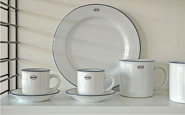 Platos y tazas esmaltados