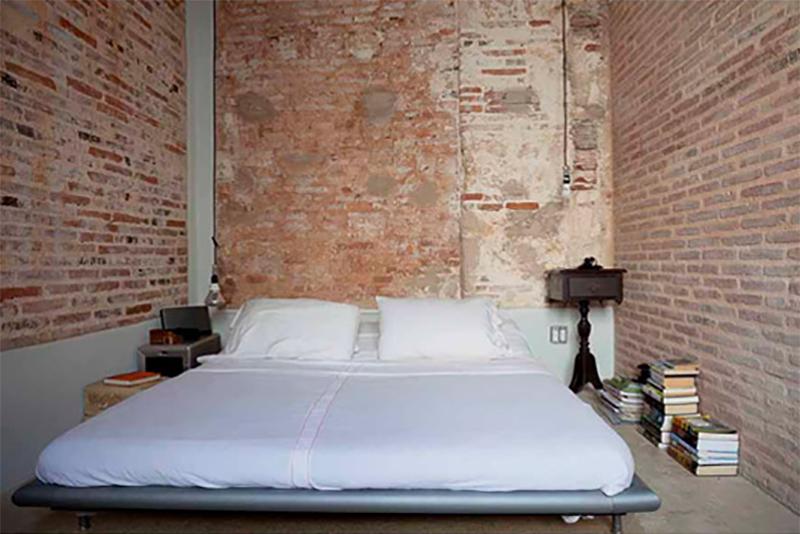 Austera decoración de dormitorio