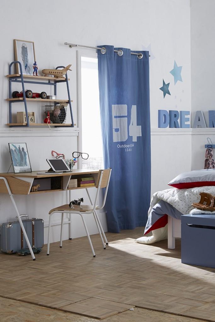 Escritorio en el dormitorio infantil