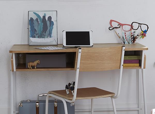 Dormitorio para niños con escritorio