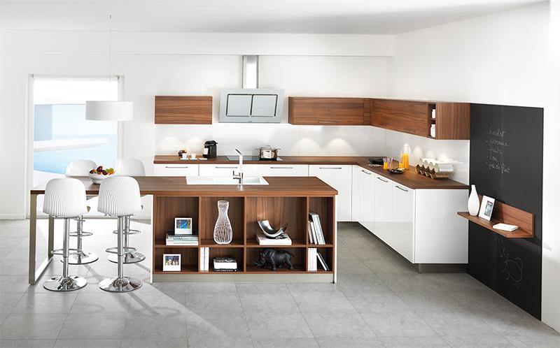 Cocina con madera y blanco