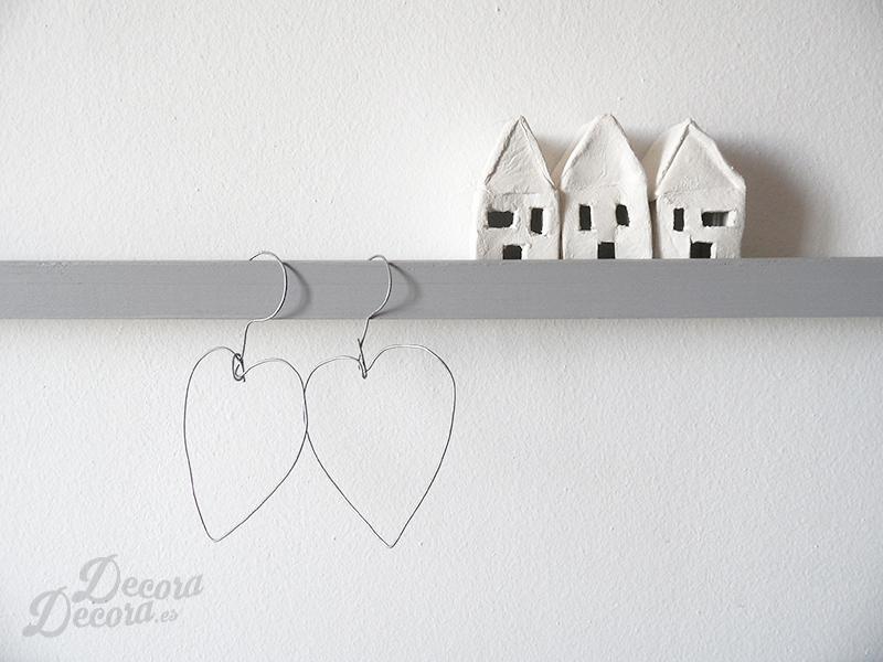 Corazones hechos con alambre