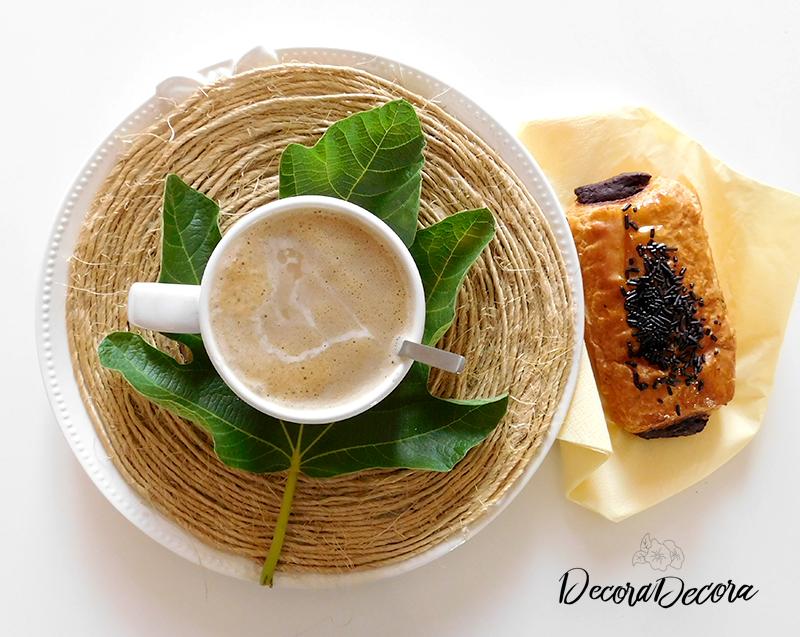 Refrescar la mesa con hojas de higuera