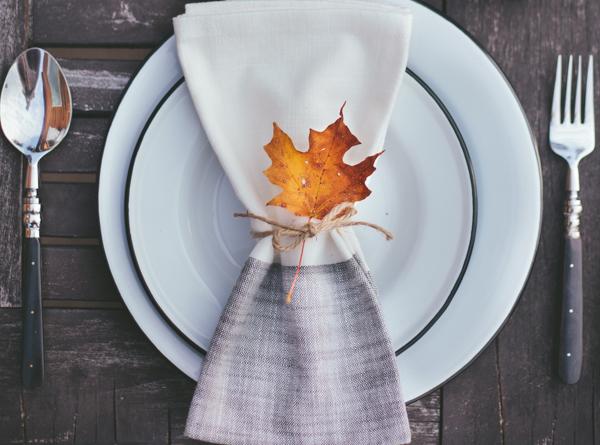 Mesa de otoño en el exterior