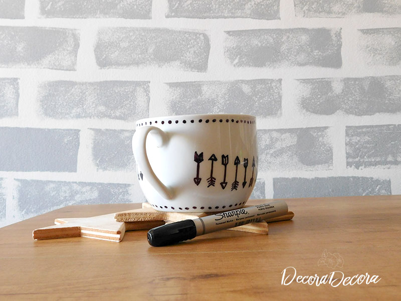 Decorar con Sharpie una taza