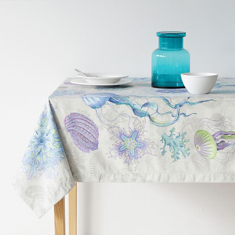 Decoración para la mesa con toques y tonos de un fondo marino