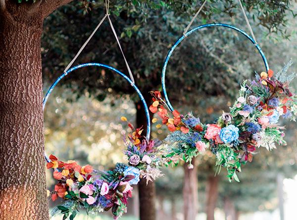 Decorar el exterior con flores y un hula hoop